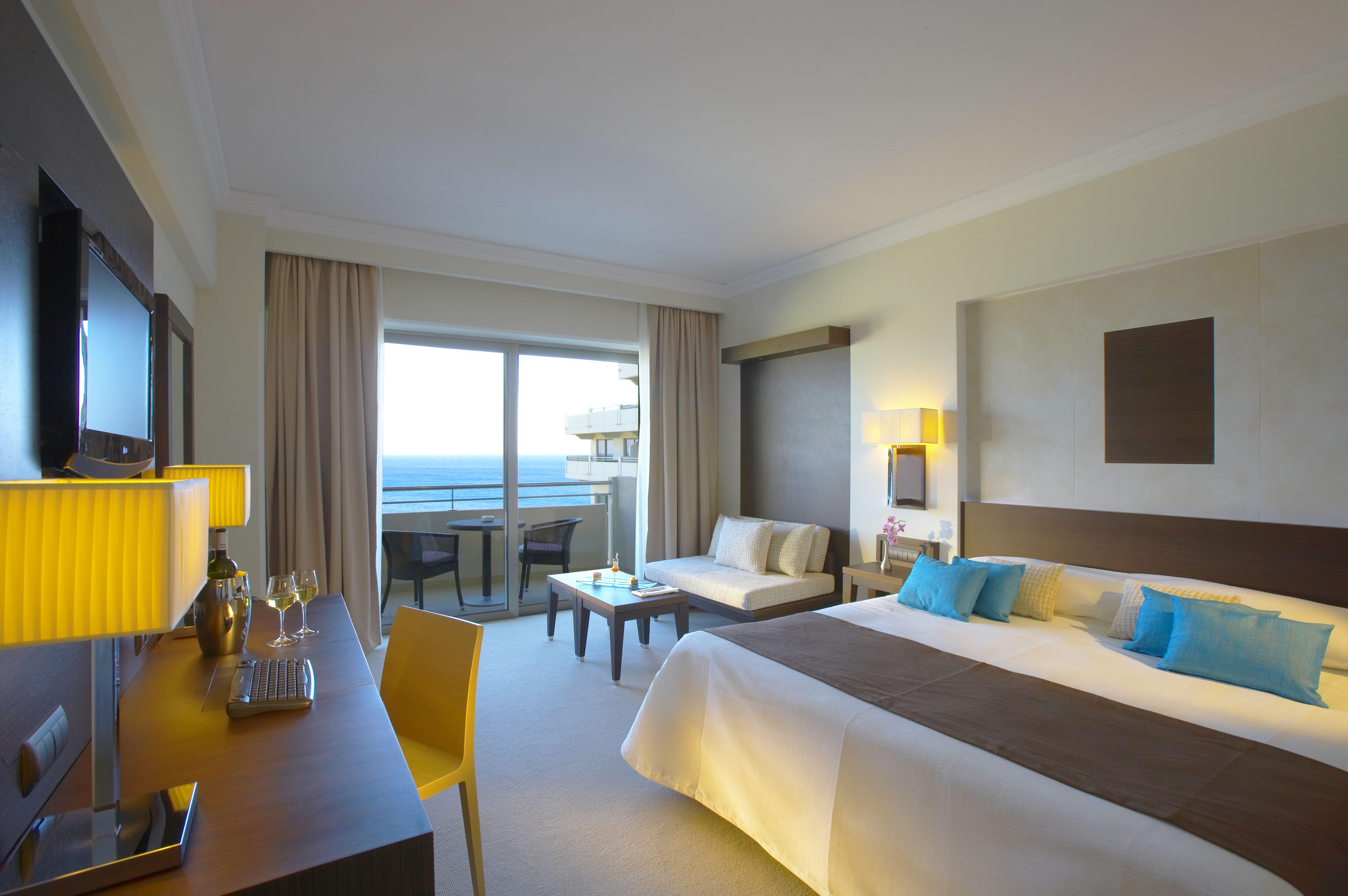 Deluxe-Guestroom-Sea-View-Wenge