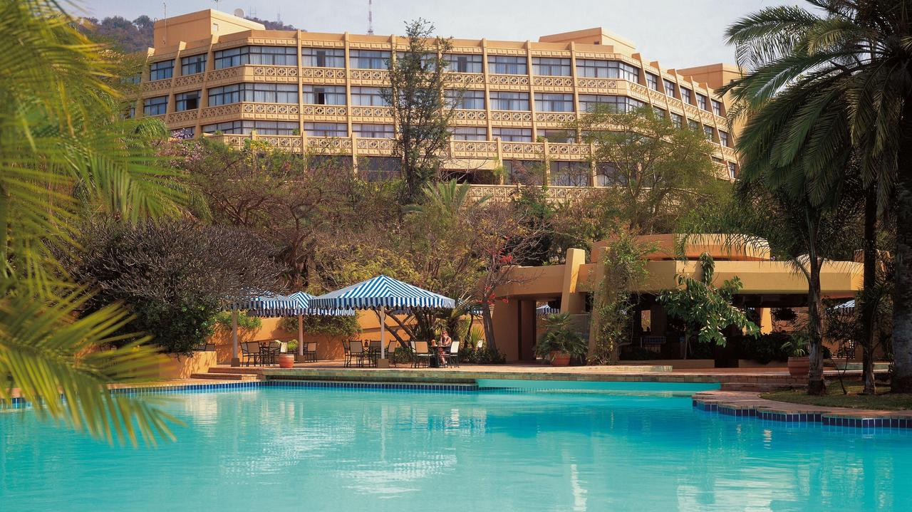 The Sun City Hotel pool and Pool Bar