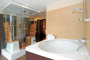 Ванная_комната_люкса_отеля_Boutique_Zara,_Будапешт